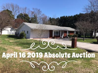 Charming 3 bedroom, 2 bath brick home with large garage/outbuilding located at 230 Estate Dr., Sevierville, TN. Right off the parkway in Sevierville and close to Pigeon Forge, this nice home has a large kitchen, den, and big rec/sitting room.City utilitie