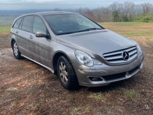 2006 Mercedes-Benz R-Class Grand Sports Tourer-Original one owner!! -3rd row seating, leather interior - less than 116k miles - has title - see video!  VIN: 4JGCB65E36A013399 - minor dent/scuffs on passenger side