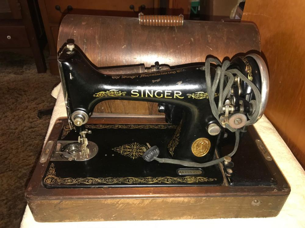 Antique Singer Portable Electric Sewing Machine Amazing Vintage Singer Portable Sewing Machine